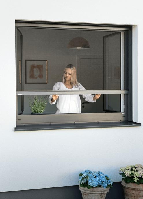 Insektenschutz-Rollo-Frau-01